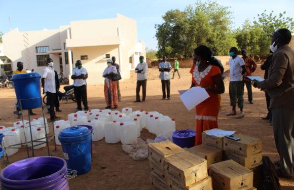 LUTTE CONTRE LA RECRUDESCENCE INQUIETANTE DES CAS DE COVID-19 : AMR-Burkina grâce à l'appui de l'ONG vient en aide à la population de Gourcy